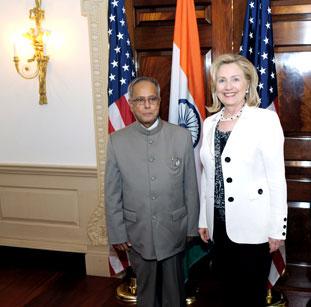 हिलैरी क्लिंटन को भारतीय समुदाय का समर्थन